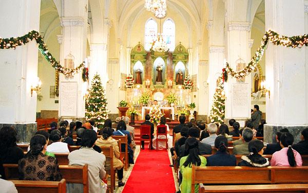 Lễ cưới tổ chức trong nhà thờ