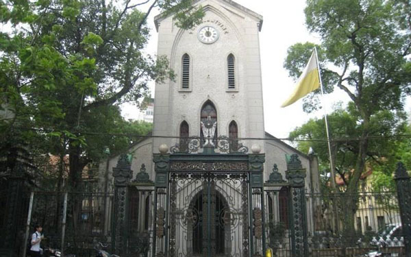 Nhà thờ Hàm Long: Kiến trúc tôn giáo độc đáo giữa thủ đô Hà Nội