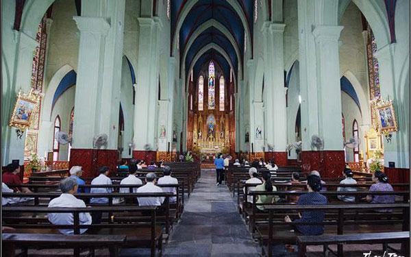 Không gian trong nhà thờ Lớn