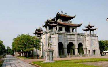 Chiêm ngưỡng nhà thờ Phát Diệm hơn trăm tuổi ở Ninh Binh