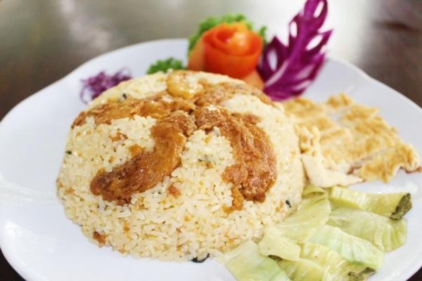 Đĩa cơm rang nhum cung cấp đầy đủ chất dinh dưỡng