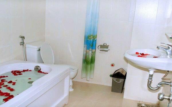 Phòng tắm khách sạn Thiên Mã cung cấp đầy đủ thiết bị