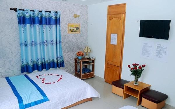 Phòng ngủ đơn khách sạn Queen Nha Trang bày trí đẹp mắt