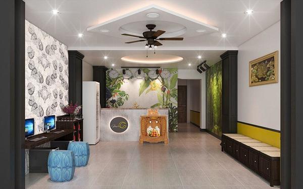 Khách sạn Four C Central tạo điểm nhấn sảnh bằng các họa tiết hoa trên tường