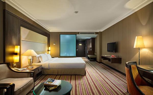 Thiết kế nội thất chất liệu gỗ trang nhã của phòng ngủ khách sạn Silk Path