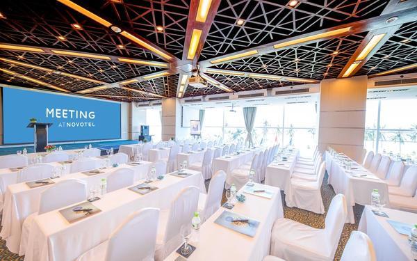 Thiết kế phòng hội nghị trang trọng quy mô lớn của khách sạn Novotel Nha Trang