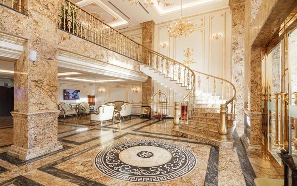 Một góc sảnh của khách sạn Monarque đẳng cấp hoàng gia