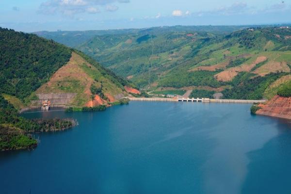 Thác Mơ với làn nước xanh thẳm cung cấp nước cho thủy điện và điều tiết lũ