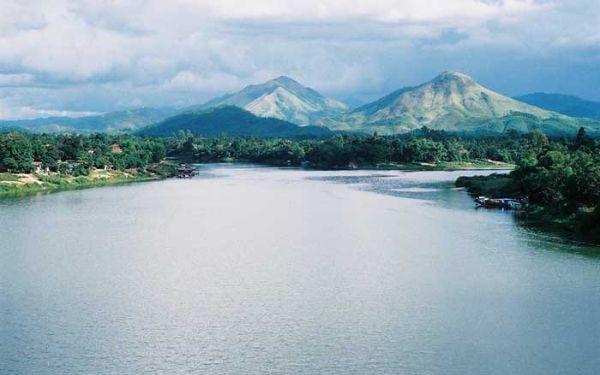 Núi Ngự Bình xứ Huế đẹp huyền ảo làm say lòng du khách