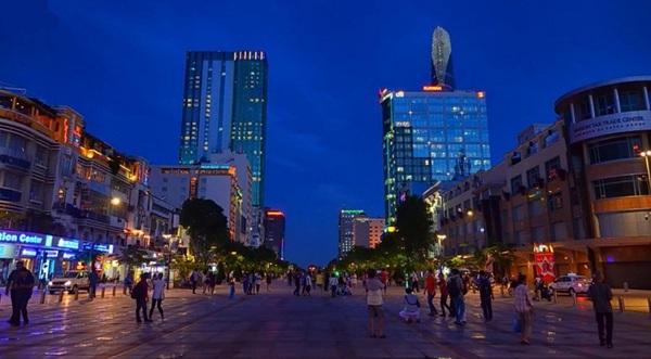 Vẻ đẹp của Phố đi bộ Nguyễn Huệ mỗi tối