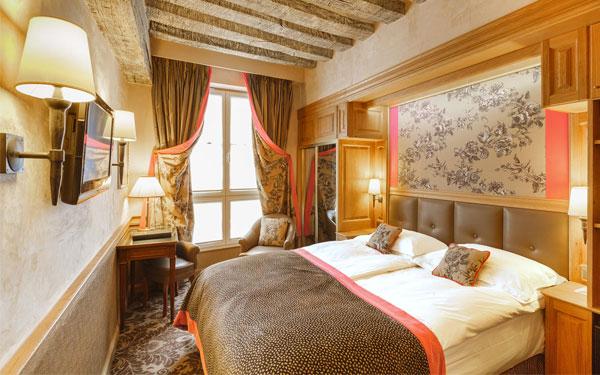 Drap trải giường phù hợp với thiết kế khách sạn cổ điển.