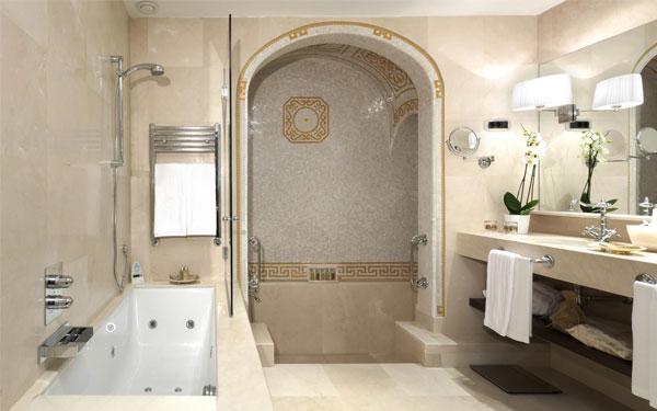 Không gian phòng tắm thiết kế sang trọng và tiện nghi.