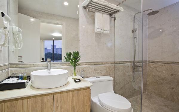 Phòng tắm thoải mái và tiện nghi - Khách sạn DLmos Hà Nội