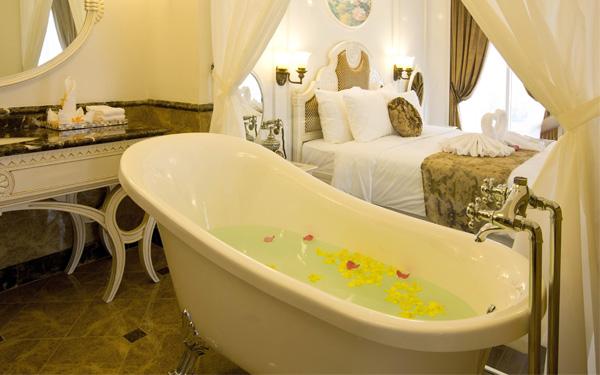 Xây khách sạn cổ điển với phòng tắm sang trọng và thư giãn