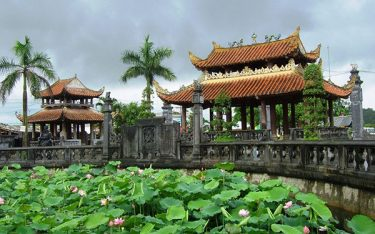 Kinh nghiệm hành hương về Phủ Dầy, Nam Định đầu xuân