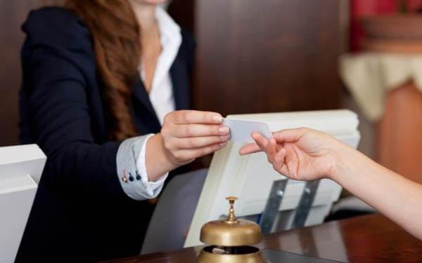 Khách lưu trú tại nhà nghỉ phải xuất trình giấy tờ theo quy định