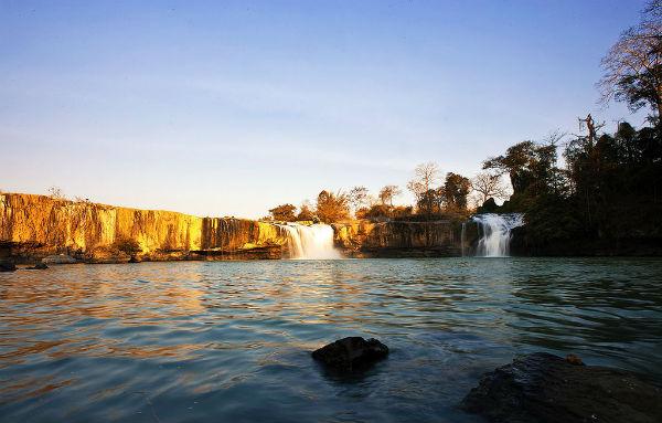 Một góc hồ đẹp lung linh dưới ánh nắng