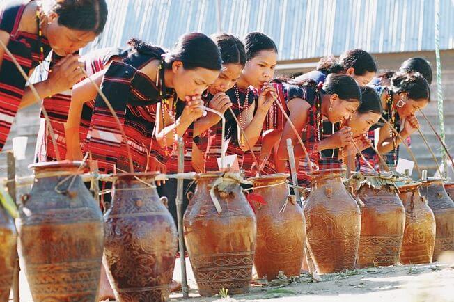 Văn hóa thưởng thức rượu cần Tây Nguyên
