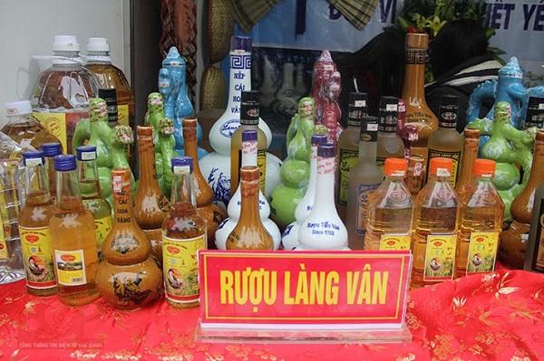 Nếu là rượu làng Vân Hà chính gốc thì sẽ có nghệ thuật riêng từ cách chọn nguyên liệu đến cách ủ và chọn hời gian ủ