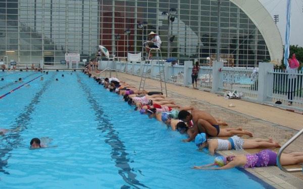 Bể bơi trong xanh, chất lượng cao