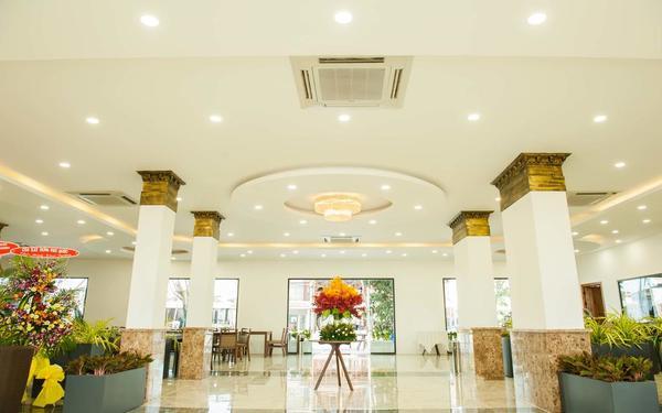 Không gian sảnh khách sạn Amon Phú Quốc thoáng đãng, đẹp mắt