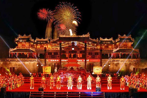 Thời điểm diễn ra Festival Huế sẽ giúp du khách có những trải nghiệm tuyệt vời bên bờ sông Hương
