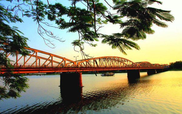 Sông Hương xứ Huế: Nét đẹp thơ mộng khiến du khách ngẩn ngơ