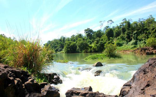 Vẻ đẹp xanh ngát xanh của thác Gia Long giữa đất trời Đắk Lắk