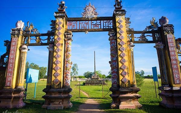 Tham quan Thành cổ hoàng đế nghìn năm tuổi tại Bình Định