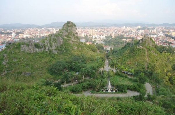 Thành phố Lạng Sơn từ trên thành nhìn xuống