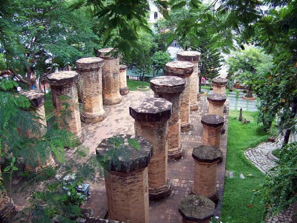 Tầng giữa của tháp bà Ponagar