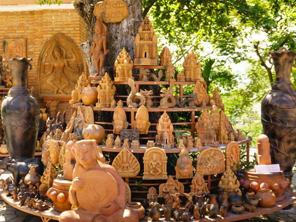 Những bức tượng điêu khắc để làm quà lưu niệm