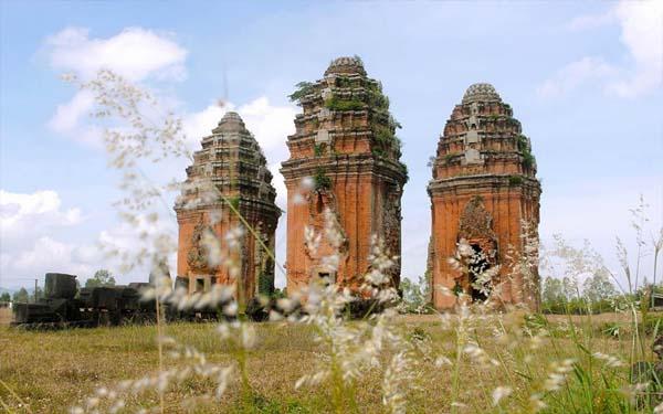 Ghé thăm tháp Dương Long – Ngọn tháp Chăm cao nhất Đông Nam Á