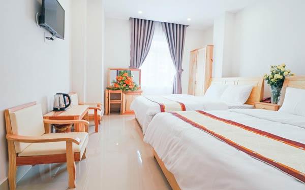 Phòng ngủ rộng rãi của nhà nghỉ Hoang Mai