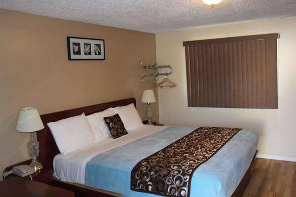 Phòng nhà nghỉ bình dân thiết kế đơn giản