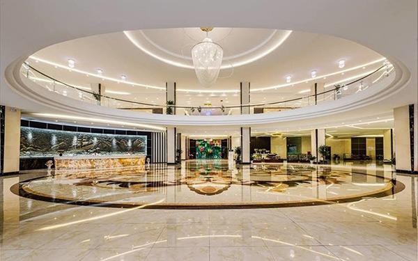 Thiết kế tiền sảnh khách sạn theo phong cách hiện đại và tân cổ điển