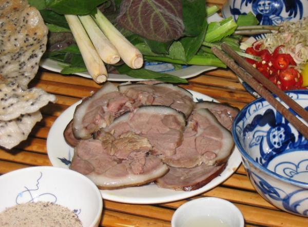 Thịt chó tại Việt Trì rất thơm, mềm và không quá sậm màu