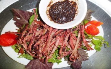 Thịt trâu sấy – món đặc sản độc đáo vùng núi rừng Tây Bắc