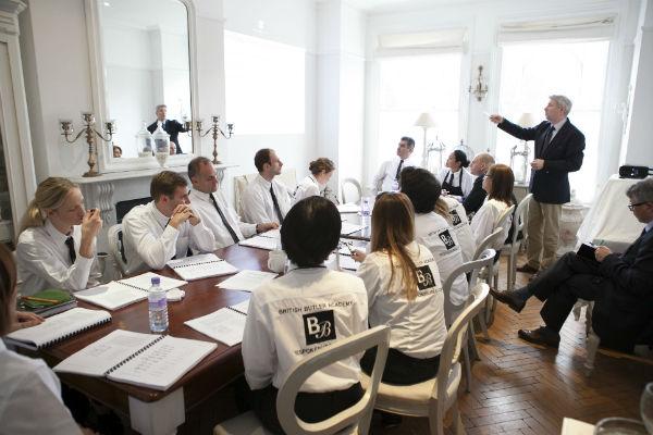 Thường xuyên tham gia các cuộc họp với ban giám đốc