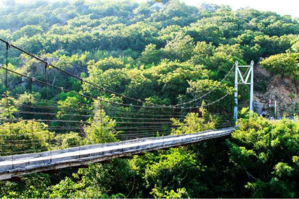 Vườn quốc gia Núi Chúa nằm cạnh Vịnh Vĩnh Hy