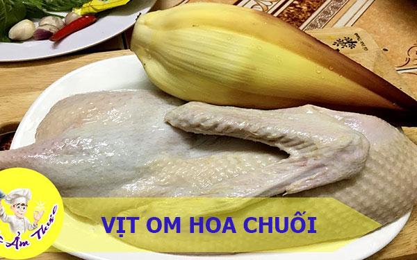 Lạ miệng với món đặc sản vịt om hoa chuối Điện Biên