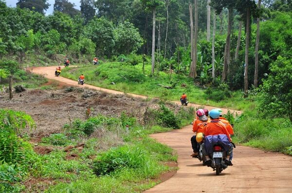 Cần lưu ý khi lựa chọn phương tiện là xe máy do địa hình khá hiểm trở