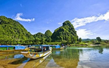 Vườn Quốc gia Phong Nha Kẻ Bàng đẹp kì vĩ khiến du khách ngẩn ngơ
