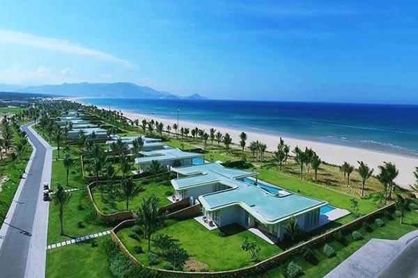 Các chủ resort thường ôm sẵn lô đất dài chạy dọc bờ biển và biến chúng thành nơi nghỉ dưỡng lý tưởng