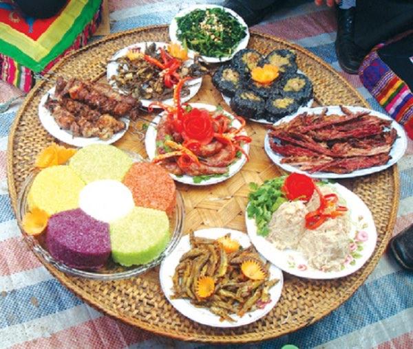 Đến Sapa thưởng thức mĩ vị cầu vồng 7 sắc của ẩm thực – xôi bảy màu