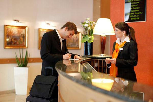 Nếu có vị trí địa lý tốt, khách sẽ tự tìm đến và đặt phòng tại quầy lễ tân