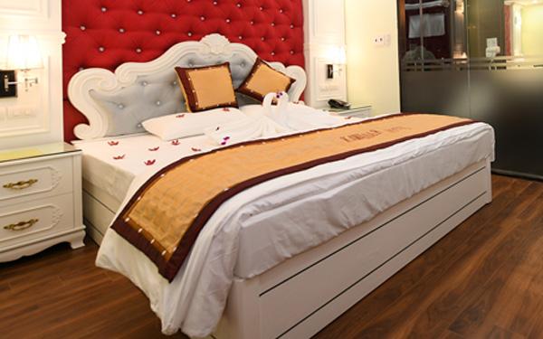 Mẫu tấm trang trí giường khách sạn hoa văn tinh tế kết hợp đường viền ấn tượng (Kawasaki Hotel)
