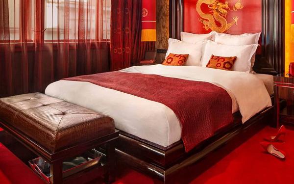 Khăn trải giường khách sạn để làm gì?