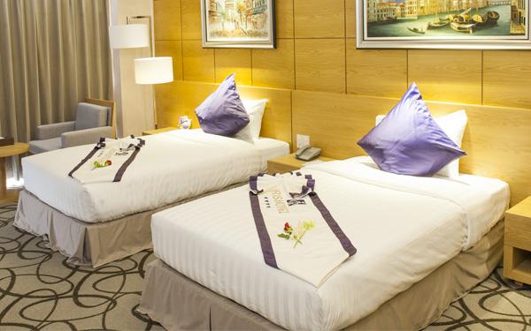 Mảnh vải ngang giường tạo hiệu quả trang trí ấn tượng cho căn phòng