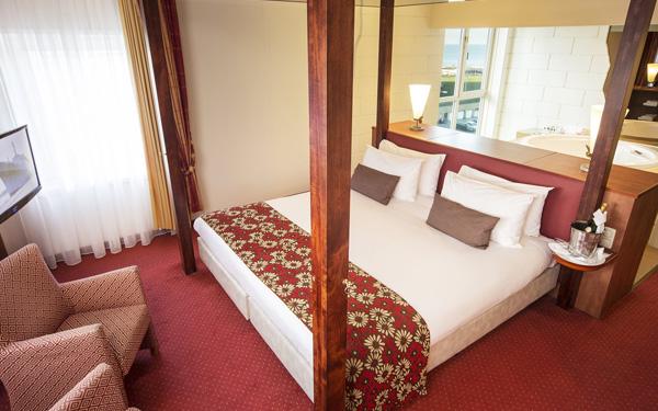 Tổng hợp mẫu tấm trang trí giường khách sạn sang chảnh hot nhất